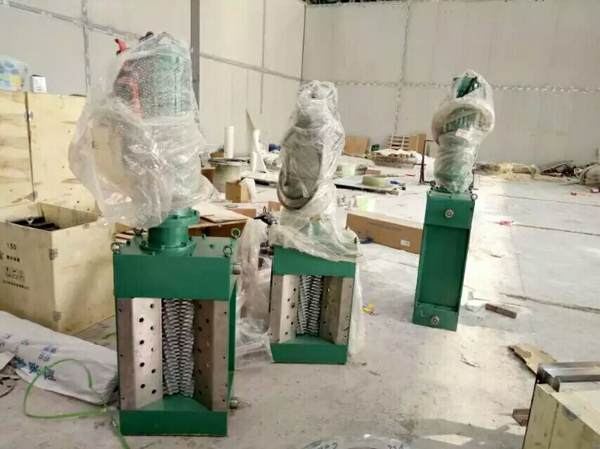 重庆李家华侨城一体化泵站安装现场
